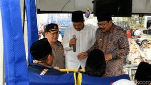Gubernur Soekarwo Titip Doa untuk Indonesia ke Jemaah Calon Haji