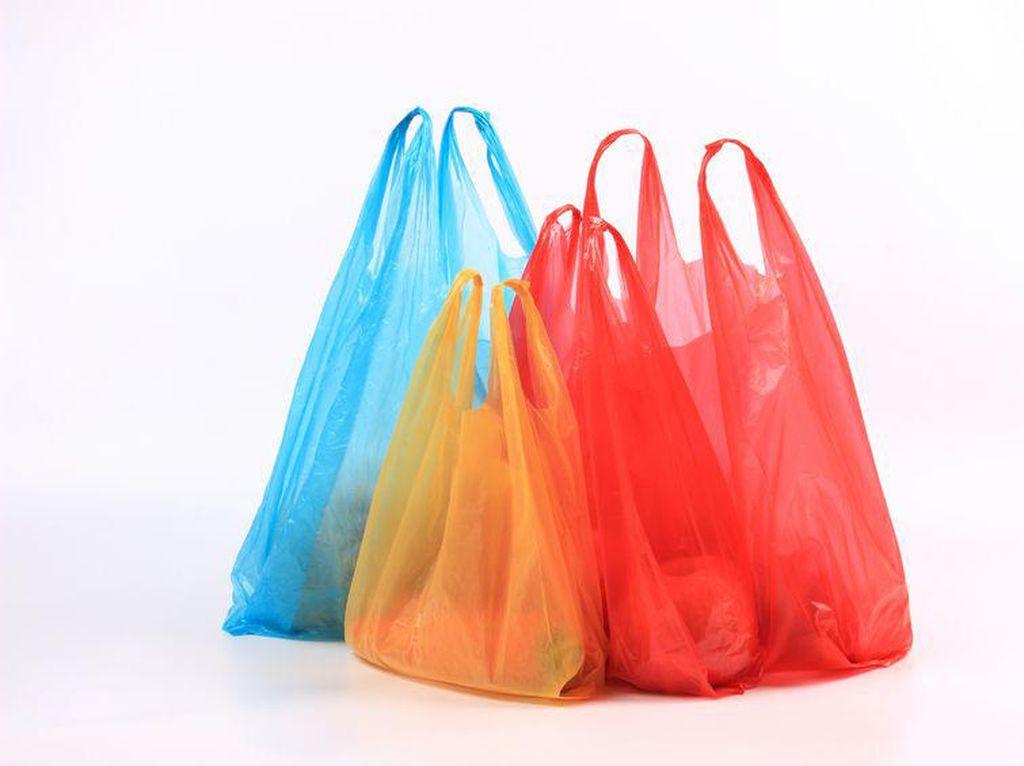 Kantong Plastik di Indomaret dan Alfamidi Masih Gratis