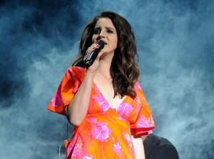 Lana Del Rey Pertimbangkan Rilis 25 Lagu