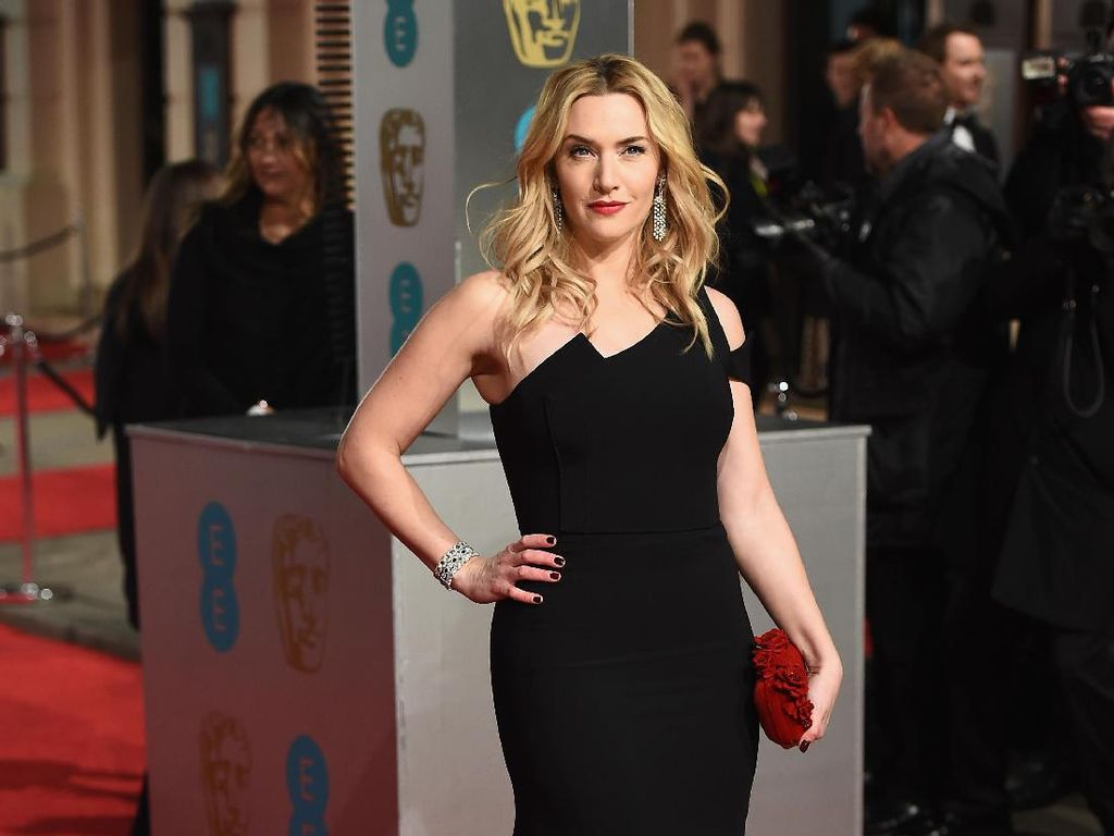 Kate Winslet dan Saoirse Ronan Bakal Jadi Sepasang Kekasih di Film Terbaru