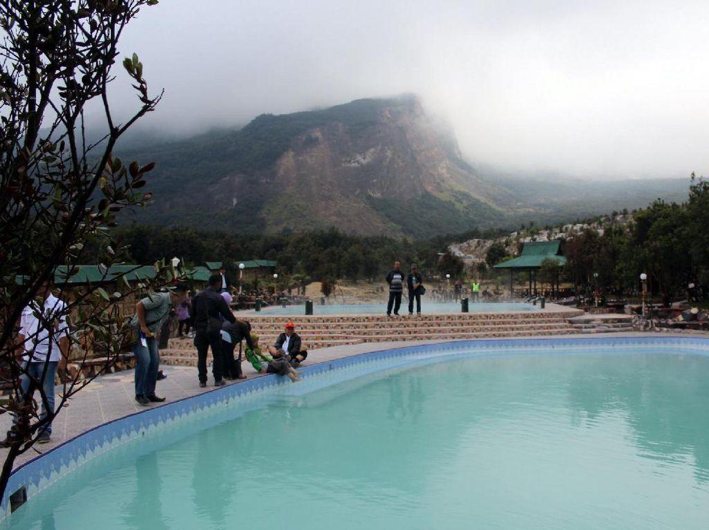 Weekend Ini, Berendamlah di Kolam Air Panas Gunung Papandayan