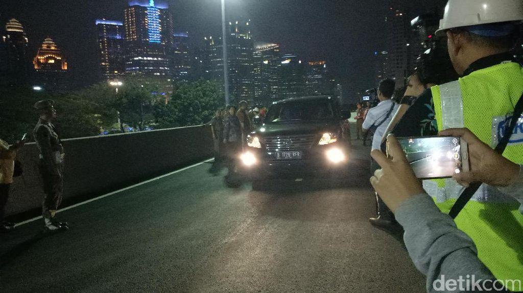 Mobil Djarot Jadi yang Pertama Lewati Simpang Susun Semanggi