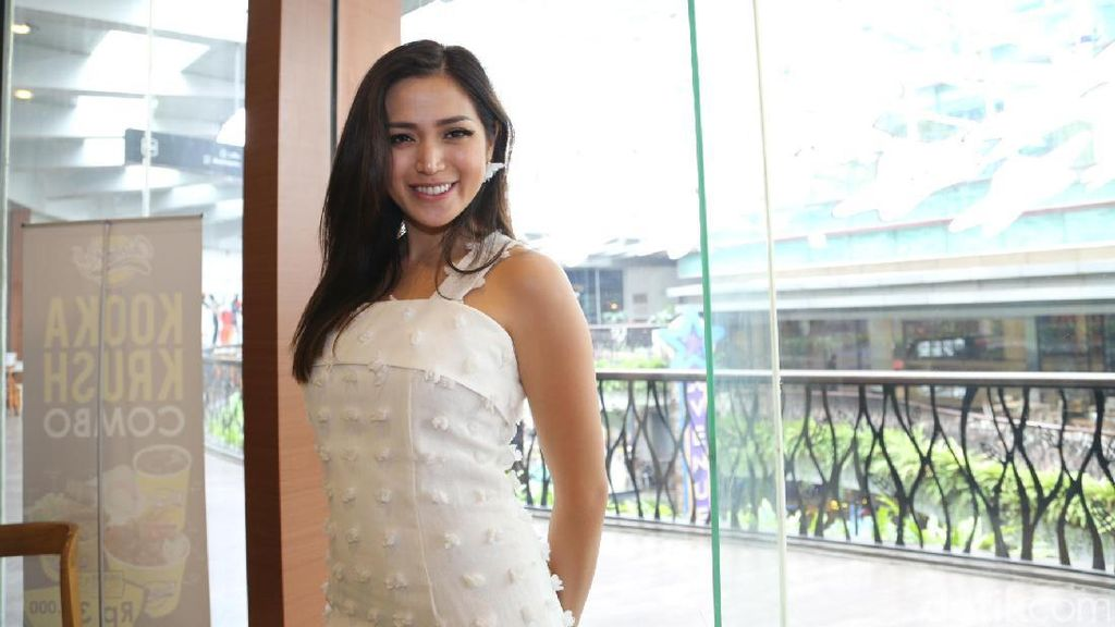 Jessica Iskandar, Pretty in White!