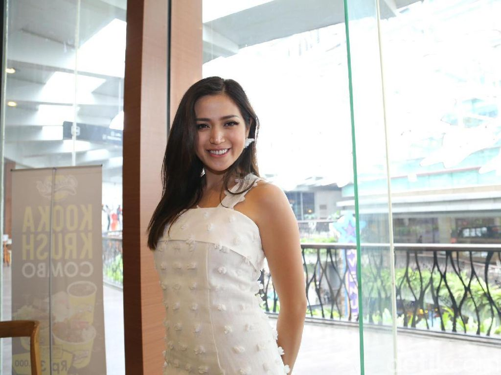 Jessica Iskandar, Pretty in White!