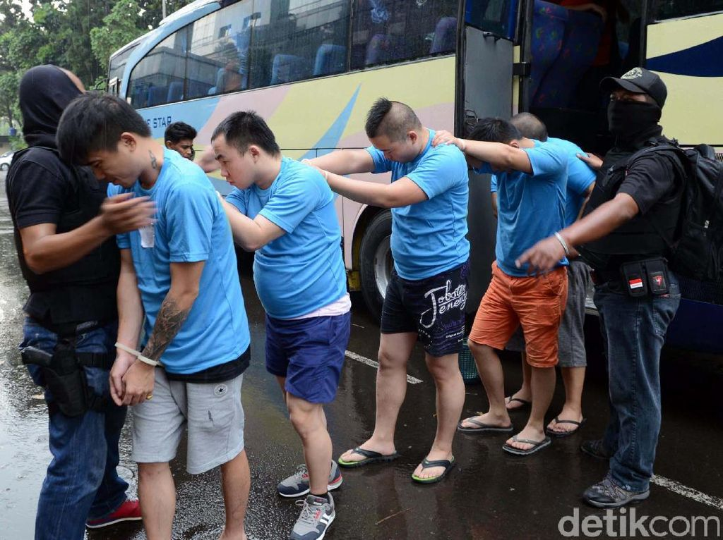 92 WNA Penipu Siber dari Surabaya Diboyong ke Jakarta