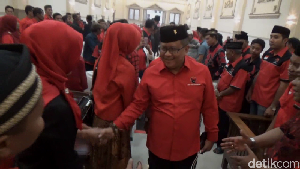 Buka Pintu untuk Risma, PDIP Belum Lirik Khofifah di Pilgub Jatim
