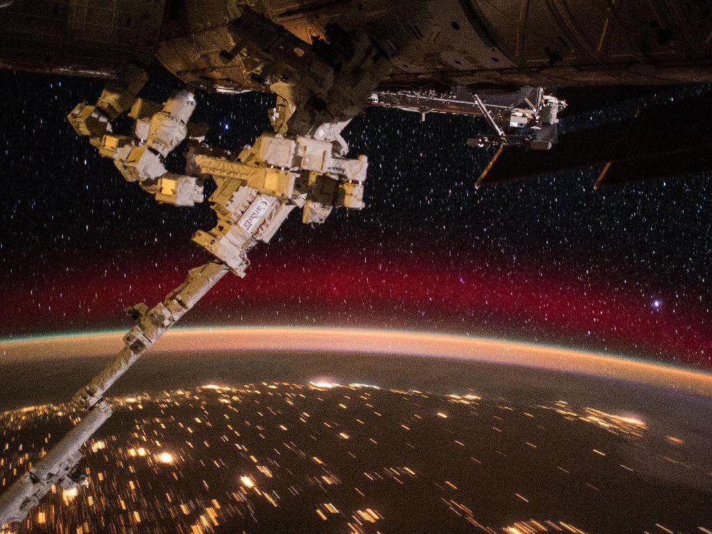 Foto-foto Spektakuler Bumi Bulat dari Luar Angkasa