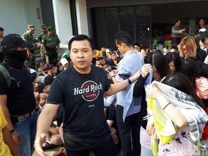 93 WN Asing Penipu Siber di Surabaya Diterbangkan ke Jakarta
