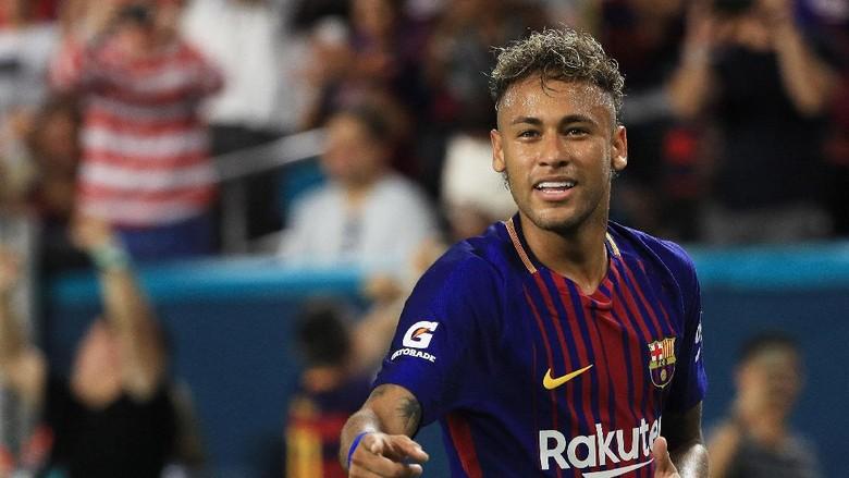 Cara PSG Sambut Neymar: Menara Eiffel Berwarna Bendera Brasil