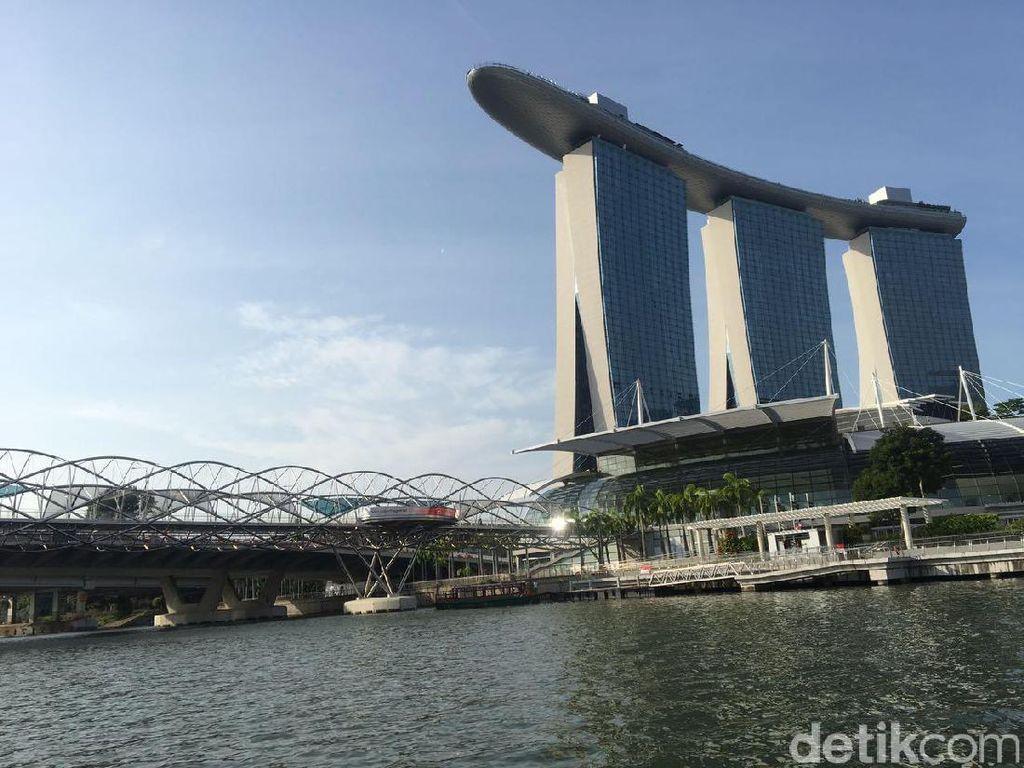 Mengapa Banyak Manula Masih Bekerja di Singapura?