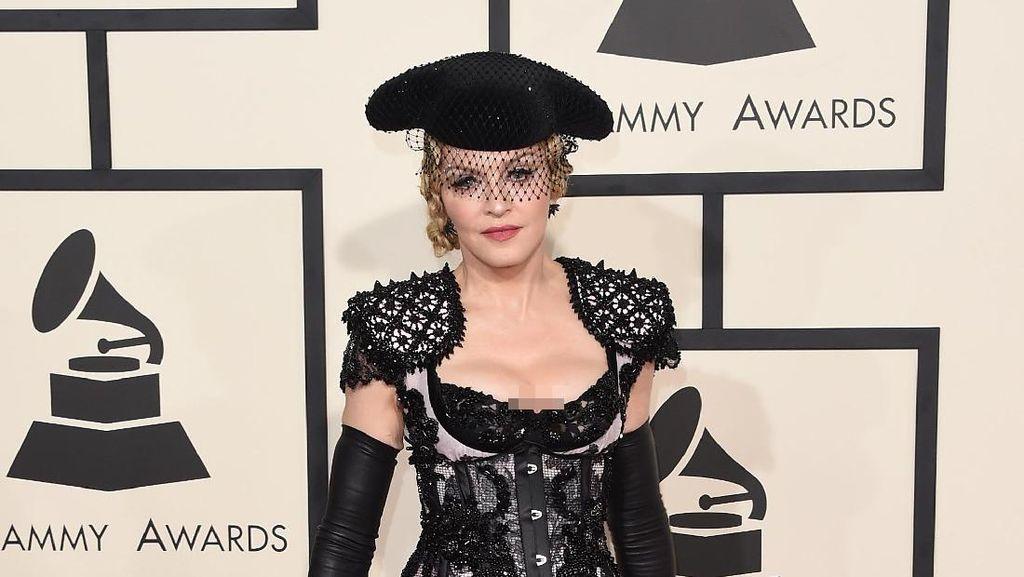 Foto: Inilah Gaya Busana Nyentrik Madonna dari Masa ke Masa