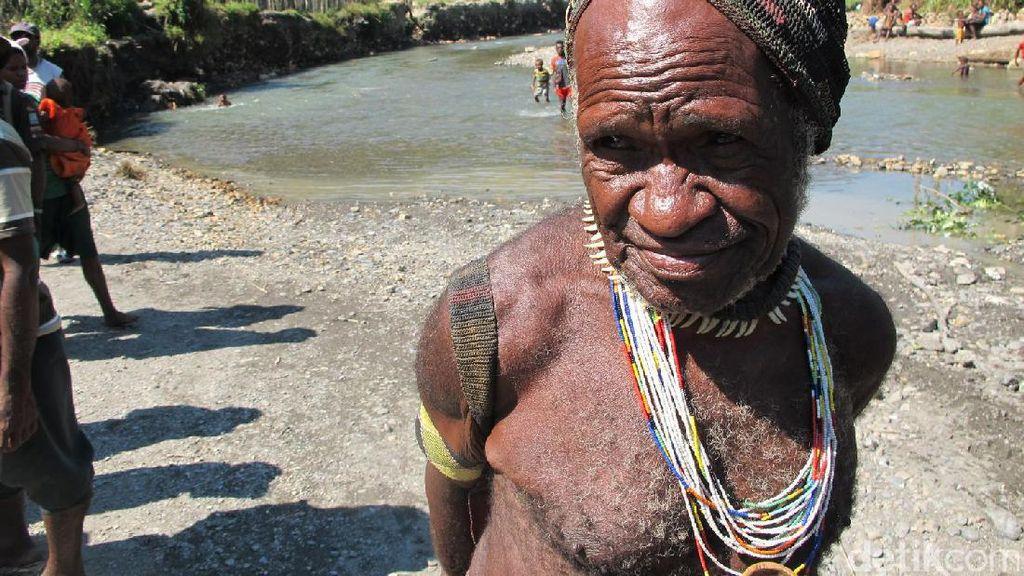 Foto: Pria 22 Istri di Papua
