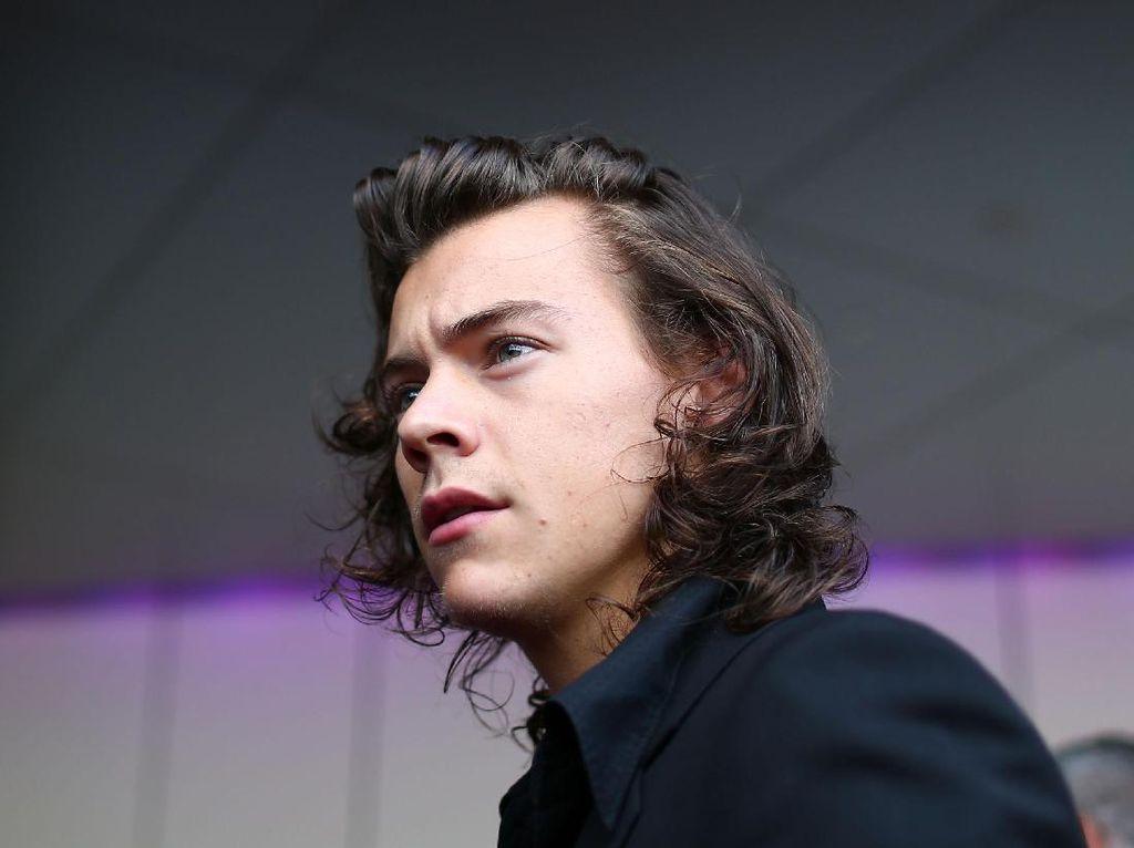 Fans Aneh yang Buntuti Harry Styles 2 Bulan Ditangkap