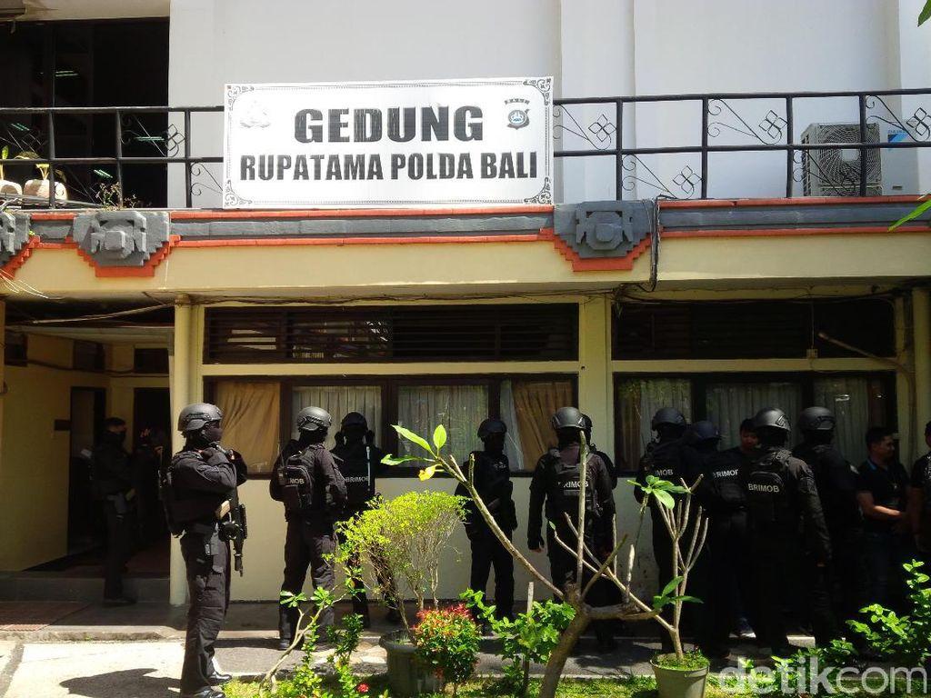 27 WNA Pelaku Penipuan di Bali Diterbangkan ke Jakarta