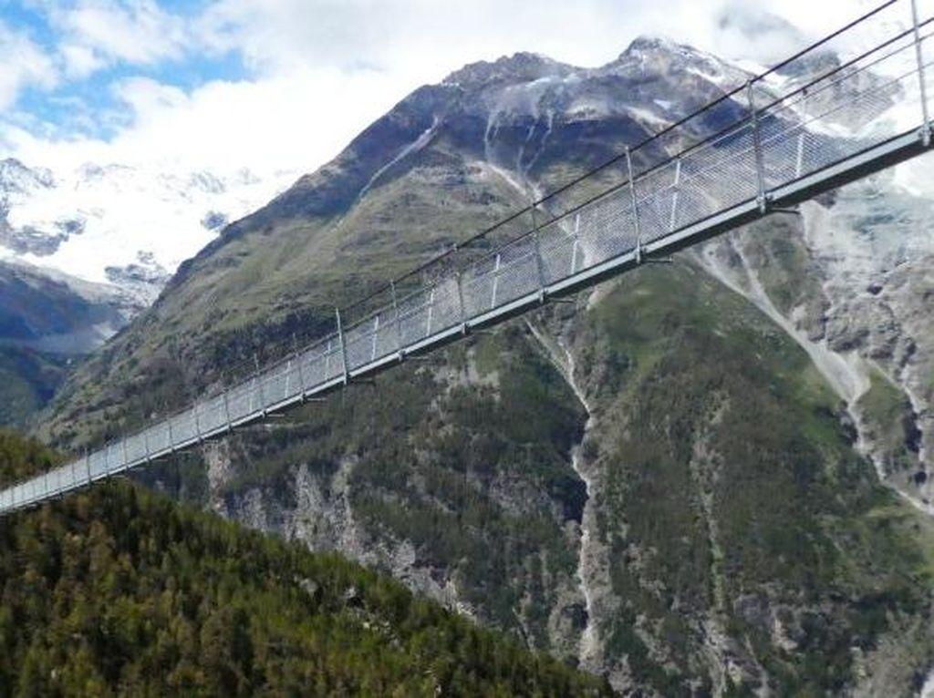 Takjub Apa Takut? Jembatan Gantung Terpanjang di Dunia