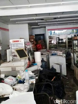 Tak Hanya Kasir, Pegawai Kantoran 7-Eleven Juga Tak Dapat Pesangon