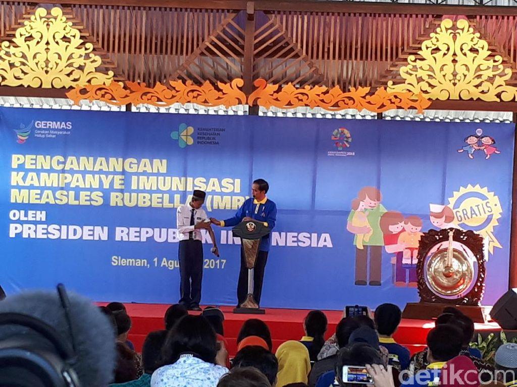 Kampanye Imunisasi MR, Jokowi ke Siswa : Kersa Sepeda Mboten?
