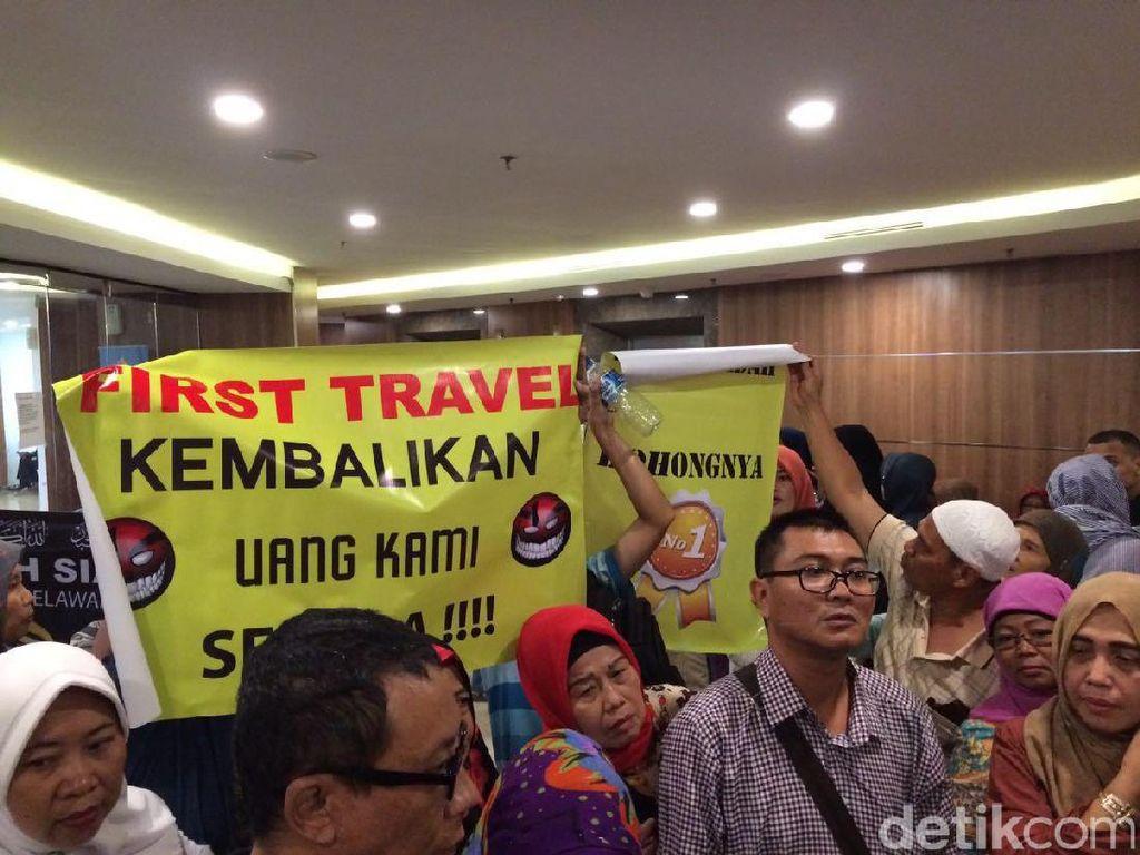 200-an Jemaah First Travel Gelar Aksi Damai, Minta Negara Bertindak