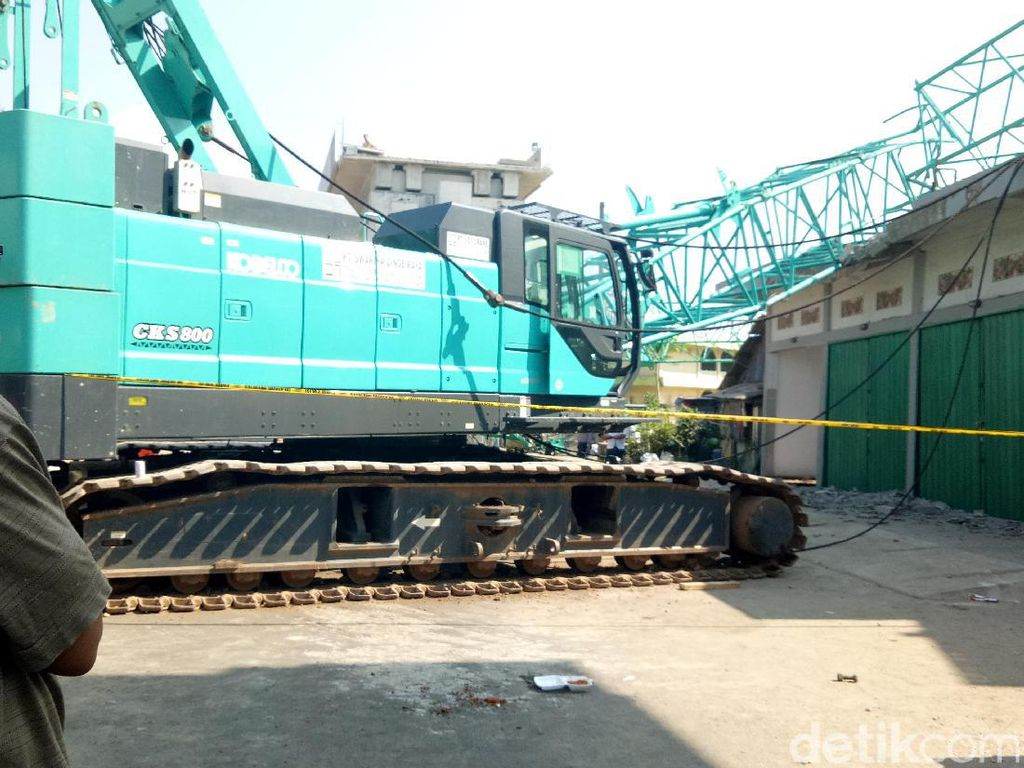 Cerita Saksi Saat Lihat Crane dan Landasan LRT di Palembang Jatuh