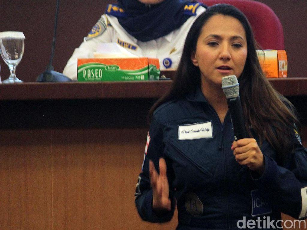 Kata Pilot Cantik Afghanistan untuk Pilot Wanita Indonesia