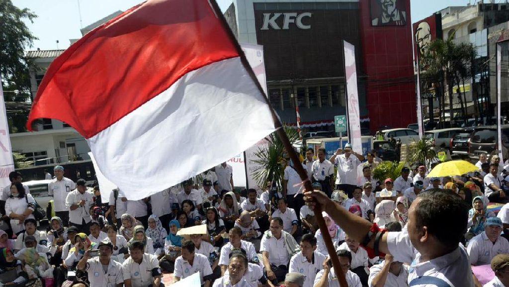 Ratusan Pegawai PD Pasar Jaya Gelar Unjuk Rasa