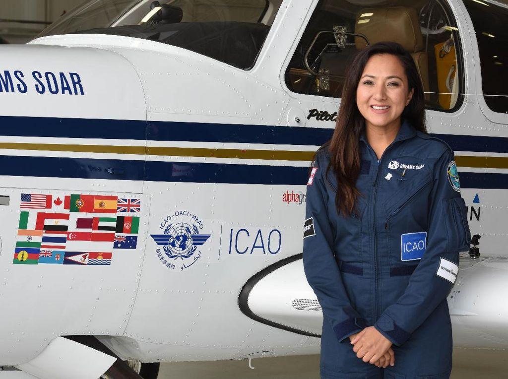Foto: Shaesta Waiz, Si Pilot Cantik Afghanistan