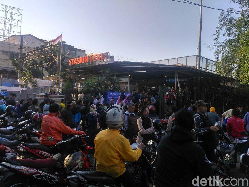 Suara Pejalan Kaki yang Terganggu Ojek Ngetem di Stasiun Tebet