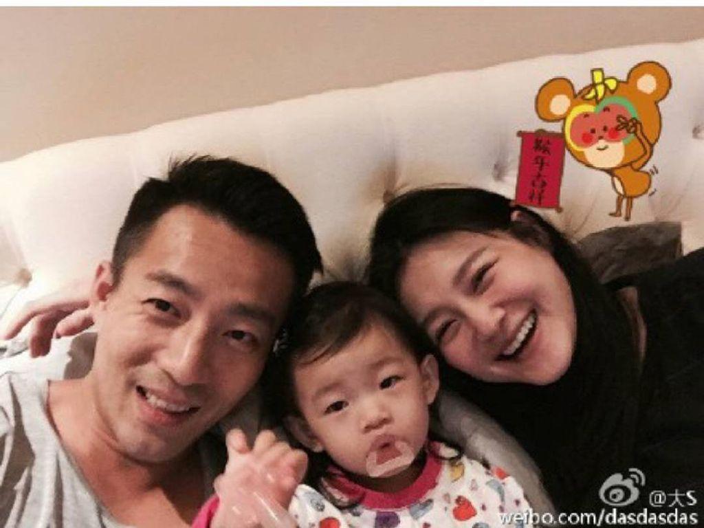 Dilarikan ke RS karena Pingsan, Barbie Hsu Hamil Anak Ketiga?