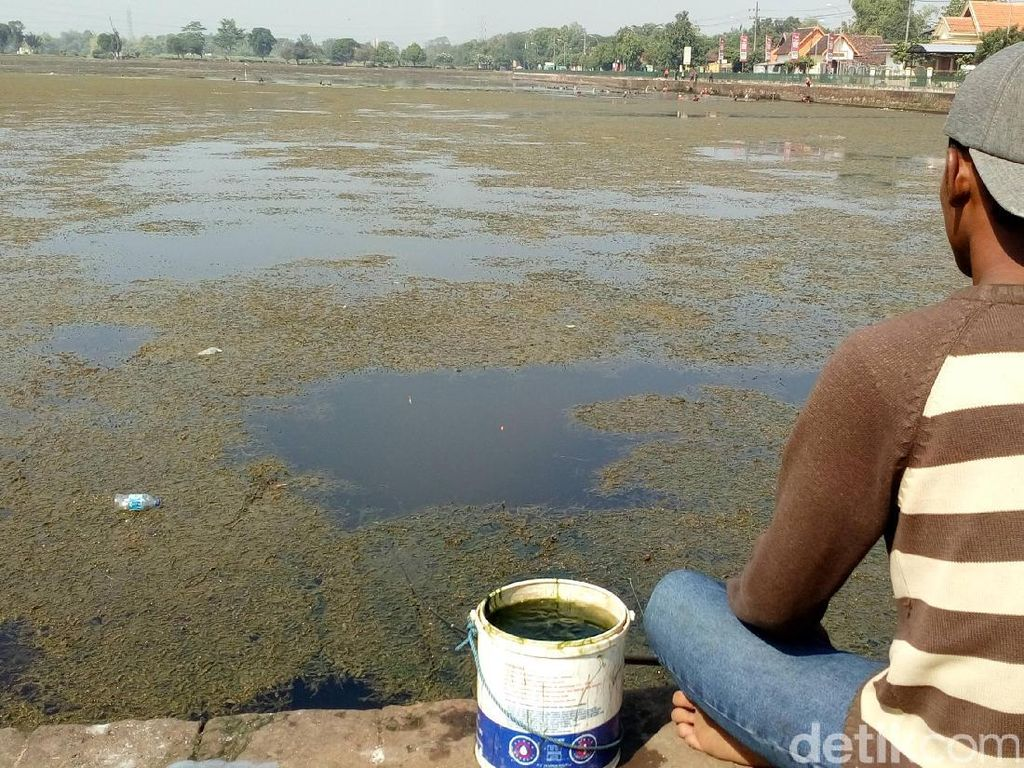 Sampah di Situs Purbakala Kolam Segaran, Ini Penampakannya