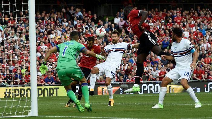 MU memasang semua pemain terbaiknya pada laga ini, termasuk penyerang baru Romelu Lukaku. Foto: Clodagh Kilcoyne/Reuters