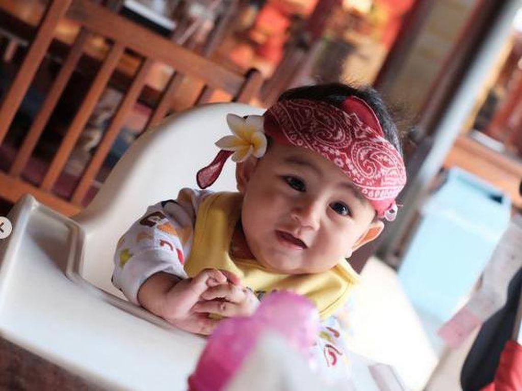 Foto: Aksi Menggemaskan Bayi-bayi Saat Makan