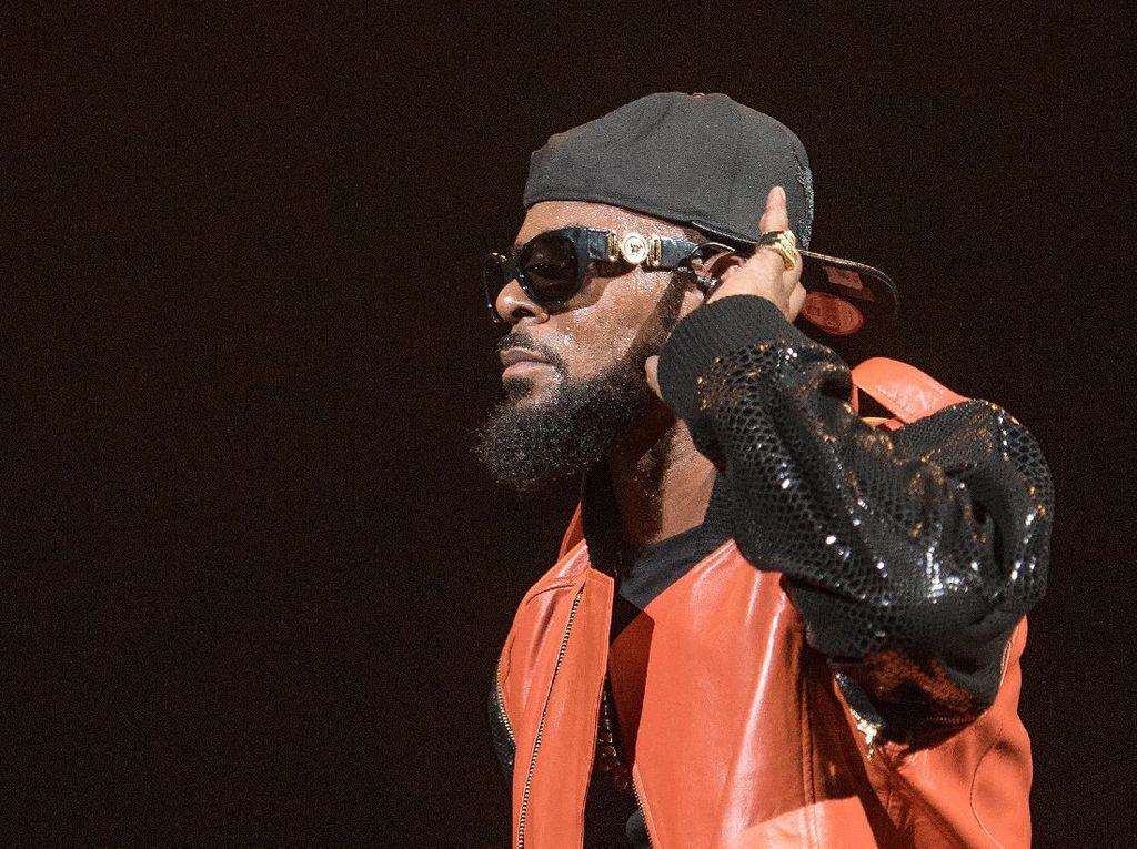 R Kelly Memohon untuk Tidak Dipidana karena Kasus Kekerasan Seksual