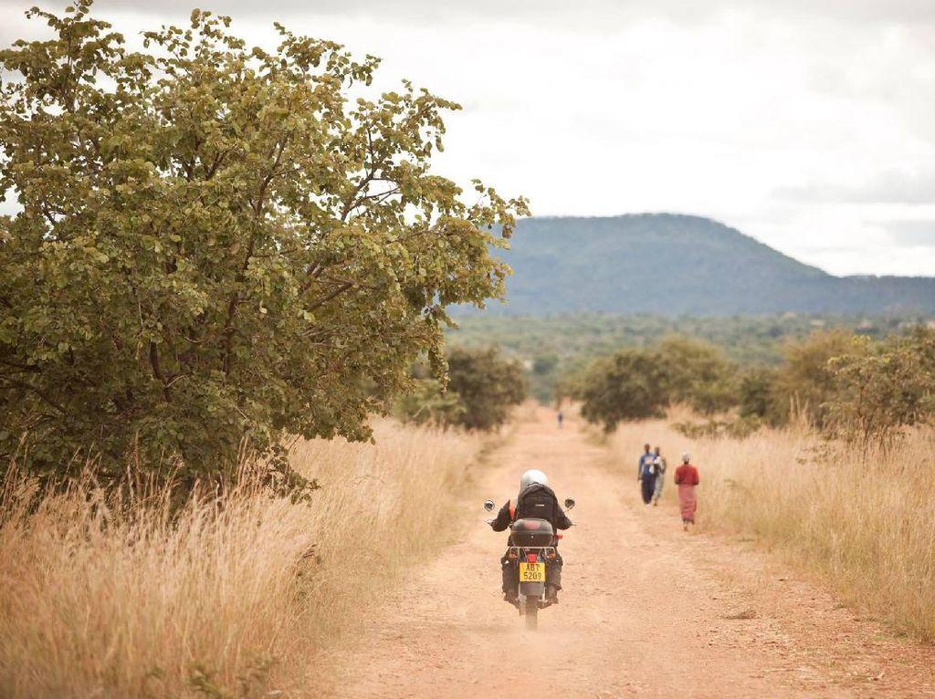 Demi Narik Ojek, Anak-anak di Afrika Banyak yang Putus Sekolah
