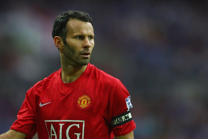 LONDON - AUGUST 10:  Ryan Giggs of Manchester United looks on during the FA Community Shield match between Manchester United and Portsmouth at Wembley Stadium on August 10, 2008 in London, England.  (Photo by Jamie McDonald/Getty Images)