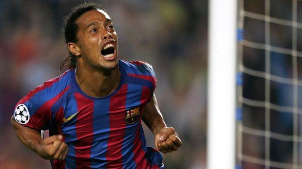 Ronaldinho pensiun pada 2015 dan terakhir memperkuat Fluminense.