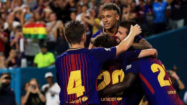 Barcelona Copot Poster Neymar