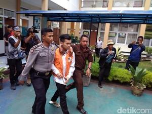 Divonis Seumur Hidup, Pembunuh Mahasiswi Garut Ditinju Pengunjung