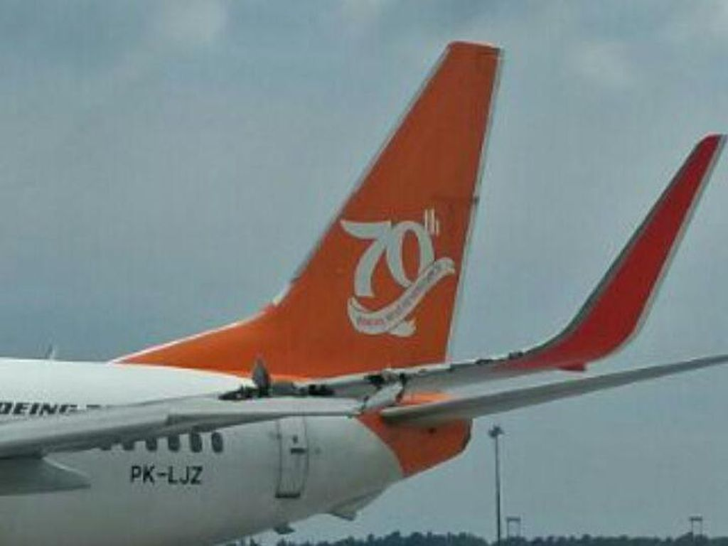 Foto: Pesawat Lion Air-Wings Air Senggolan di Bandara Kualanamu