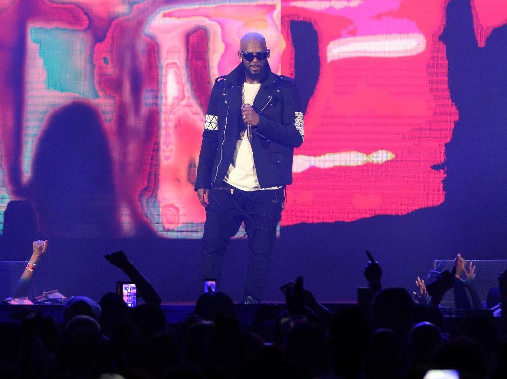 Permohonan R Kelly Bebas karena Pandemi Corona Ditolak Hakim
