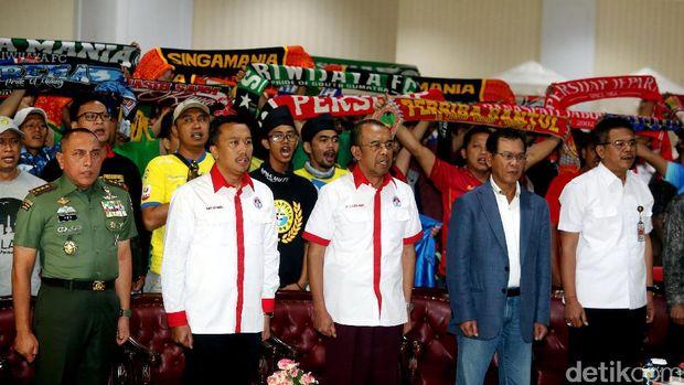 Diplomasi Soto ala Nahrawi untuk Suporter yang Bersatu