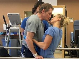 Sadar Pasca Koma 2 Bulan, Pria Ini Lakukan Hal Mengejutkan Pada Istrinya