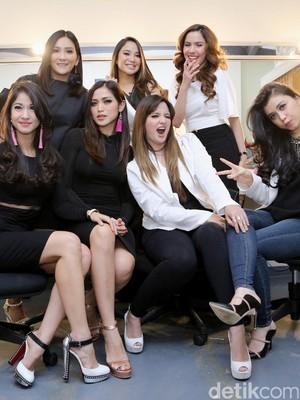 Dari Nyanyi Hingga Makan, Girls Squad Juga Tempat Berbisnis