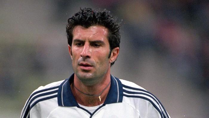 Luis Figo, salah satu pemain yang kena cap Judas oleh fans bekas klubnya. (Foto: Ross Kinnaird /Allsport)