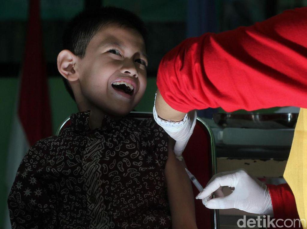 Begini Ekspresi Murid SD Saat Imunisasi Rubella