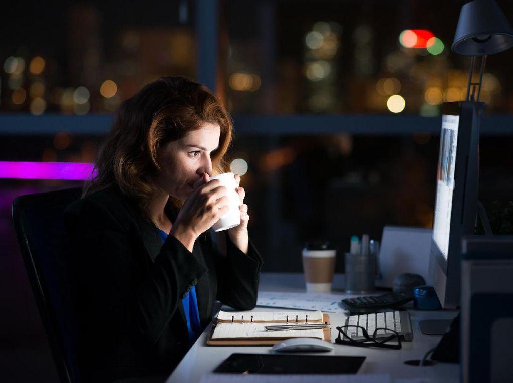 Studi: Orang-orang yang Sering Begadang Cenderung Sering Kesepian