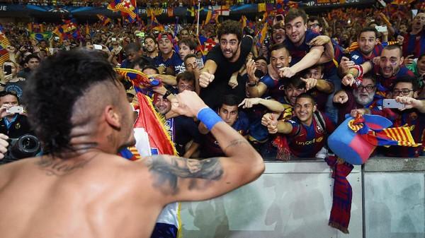 Neymar Pindah ke PSG, Jersey-nya Dibakar Fans Barca