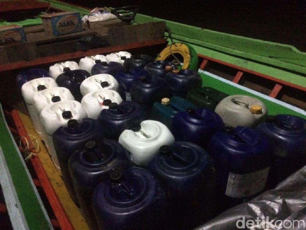 Polisi Sita 1,7 Ton BBM Ilegal di Kalbar