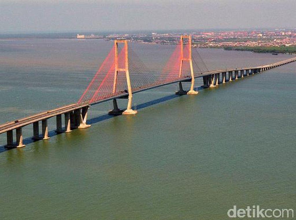 Pemandangan Ciamik Jembatan Suramadu