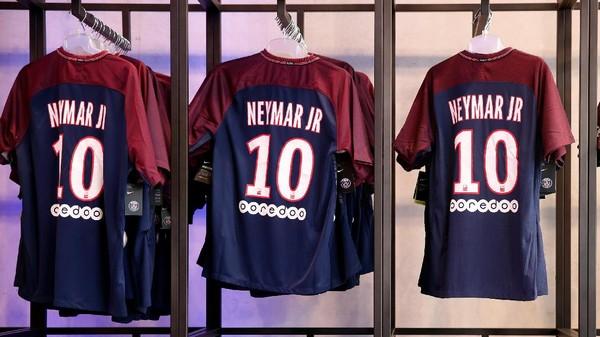 Antrean Fans PSG untuk Dapatkan Jersey Neymar