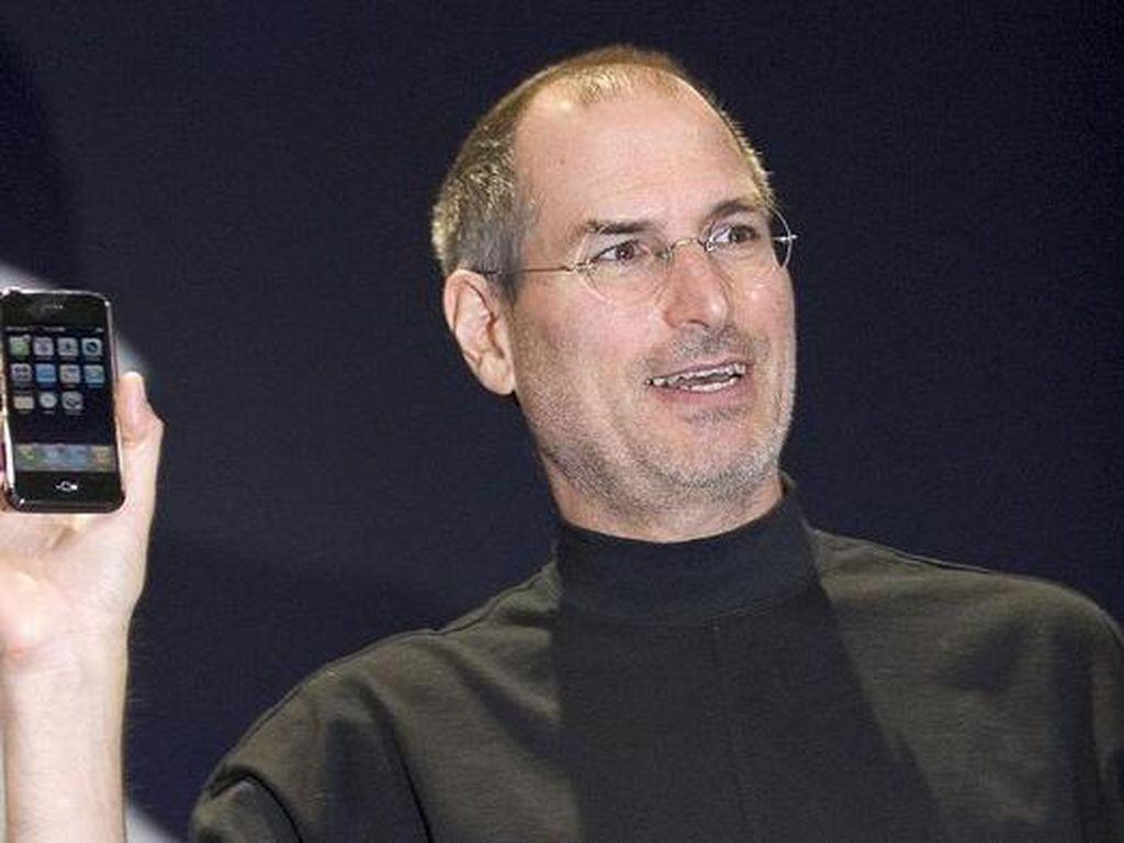 Steve Jobs Jadi Merek Baju, Apple Mencak-mencak